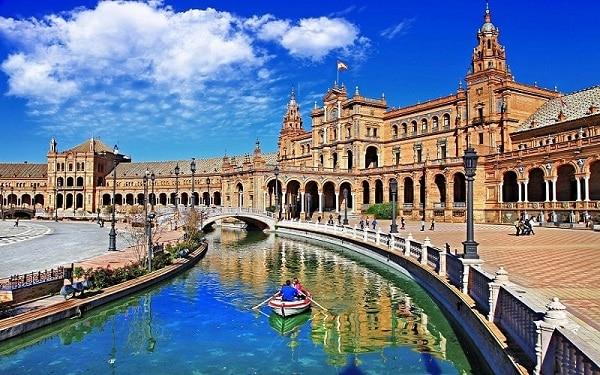 Nhu cầu gửi hàng đi Tây Ban Nha tăng cao
