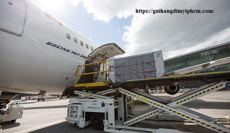 """180309 importing goods 737x426 - Việt Nam xây dựng sân bay """"sát nách"""" Trung Quốc"""