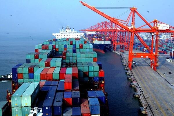 Vận tải biển có nhiều ưu điểm cho việc gửi số lượng hàng lớn đi nước ngoài