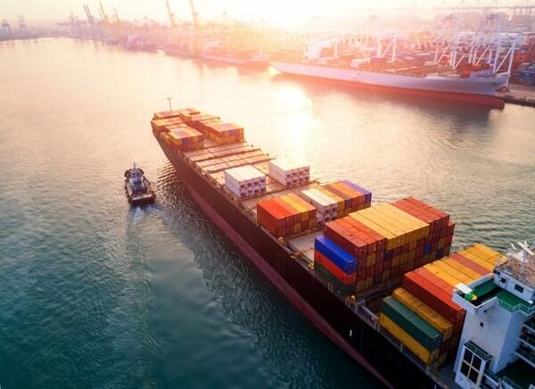 Vận chuyển hàng đi nước ngoài bằng đường biển cần chú ý nhiều quy định khác nhau