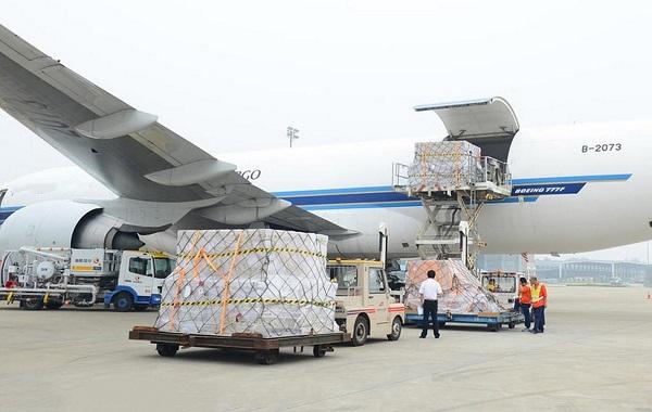 Gửi hàng đi Mỹ bằng hàng không có ưu điểm lớn nhất là rút ngắn thời gian tối đa