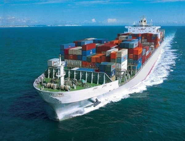Gửi hàng bằng đường biển có thể vận chuyển được các mặt hàng cồng kềnh, trọng lượng nặng