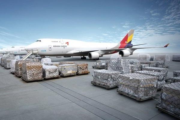 Vận chuyển hàng hóa bằng máy bay là giải pháp giao thương được ứng dụng rộng rãi hiện nay