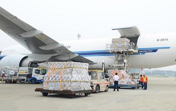 Gửi hàng bằng đường hàng không rút ngắn thời gian, đảm bảo được giá trị, chất lượng hàng hóa